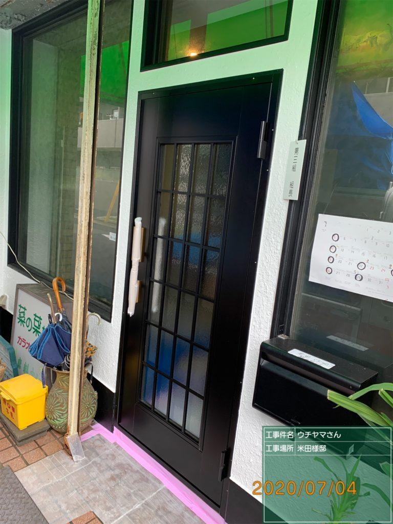 愛知県名古屋市北区の店舗にて、入口ドア取替工事を致しました。【窓香房】