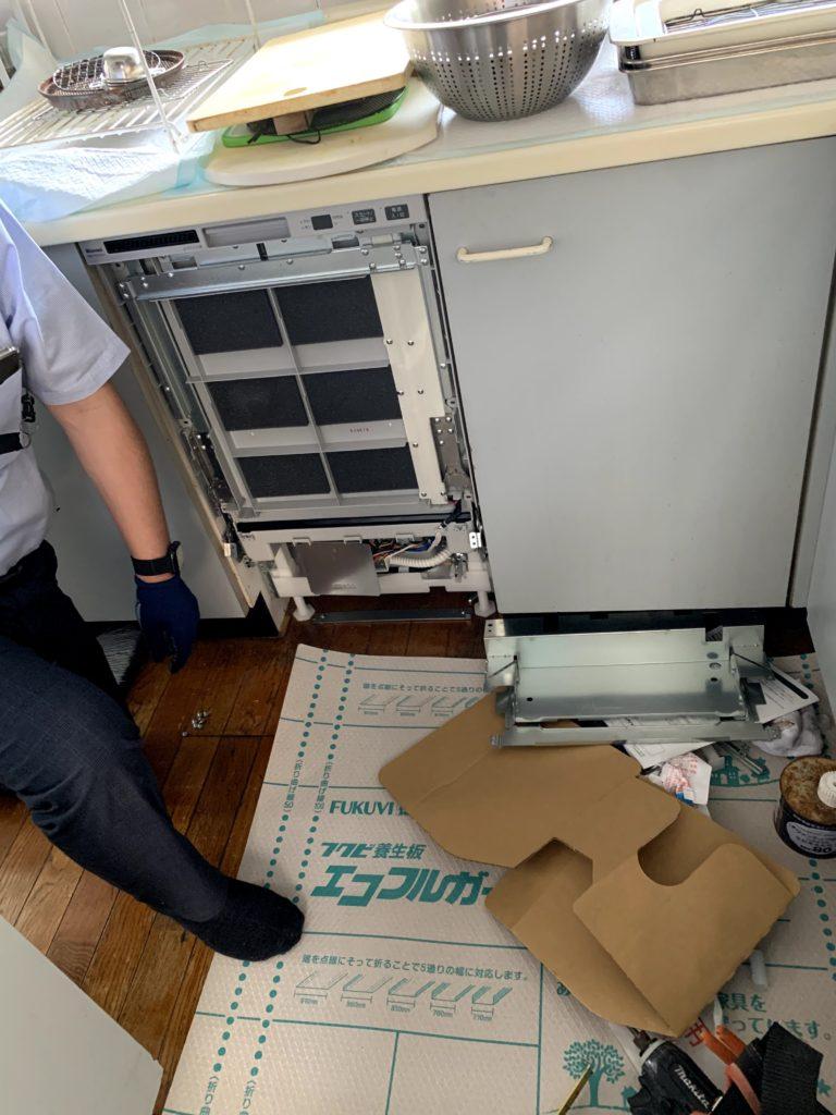 愛知県大府市の戸建住宅にて、オーダーキッチンへのビルトイン食洗機設置工事を行いました。【窓香房】