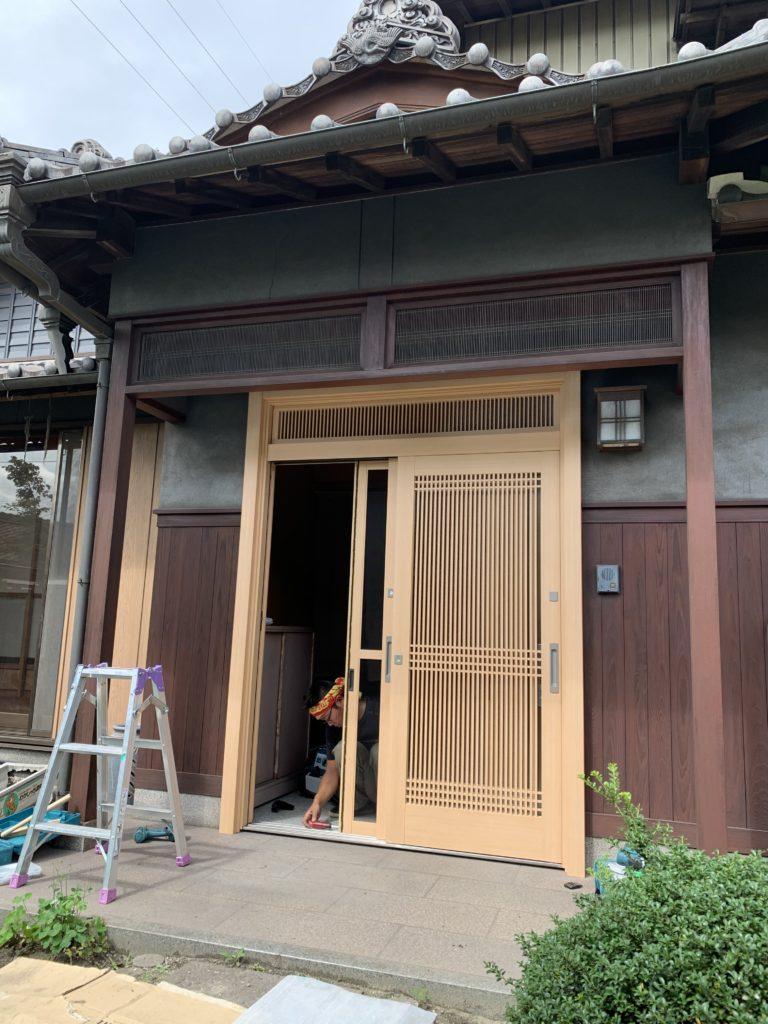 愛知県東海市の戸建住宅にて、玄関引戸取替工事を行いました。【窓香房】