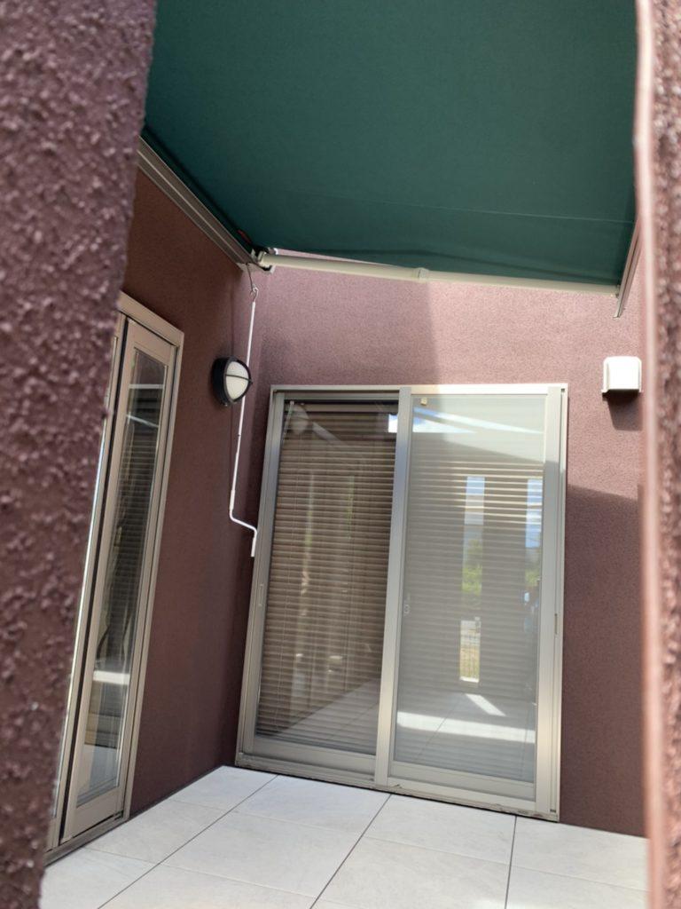 愛知県大府市にある戸建住宅のタイルデッキ工事に伴うオーニングテント取付工事 LIXIL彩風【窓香房】