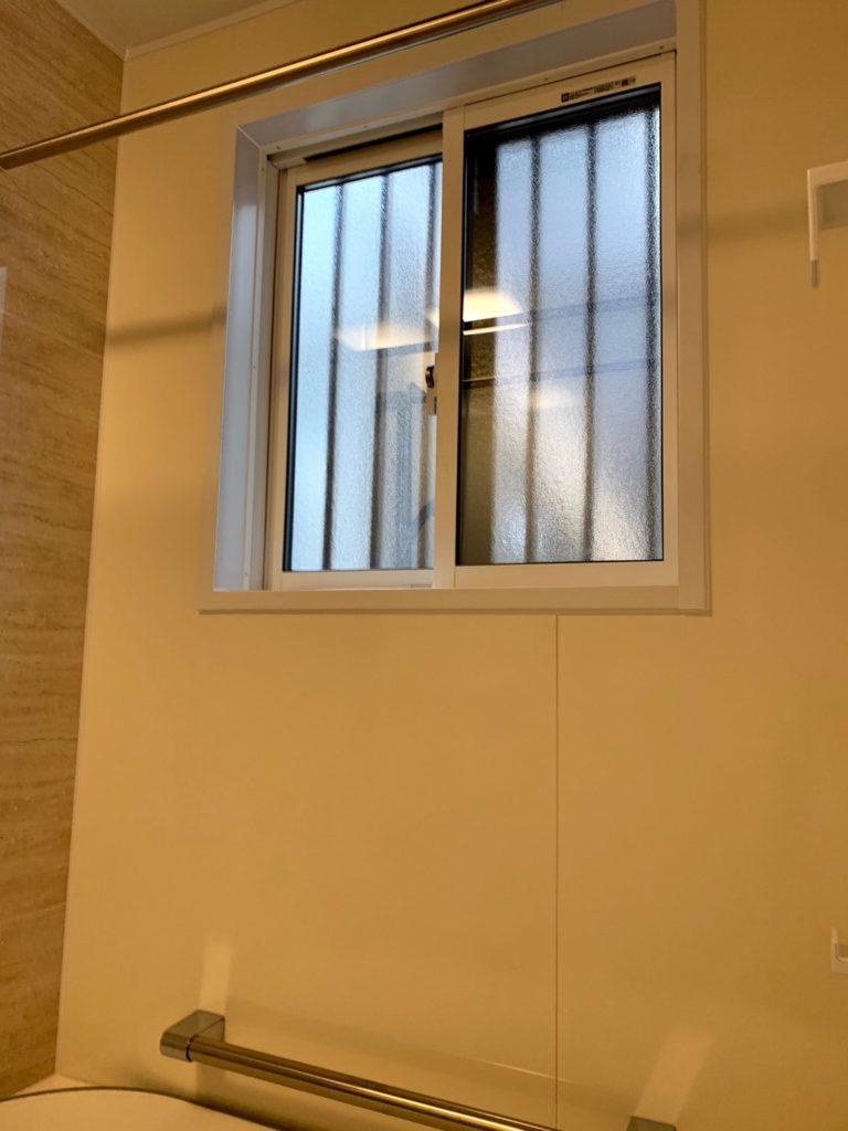 愛知県名古屋市緑区の戸建住宅にて、浴室リフォームに伴う浴室窓工事を行いました。【窓香房】