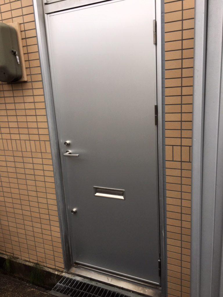 愛知県大府市のビルにて、ドア取替工事を行いました。【窓香房】