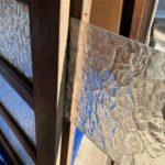 愛知県大府市の戸建住宅にて、玄関引戸のガラス取替工事を行いました。(デザイン硝子)【窓香房】