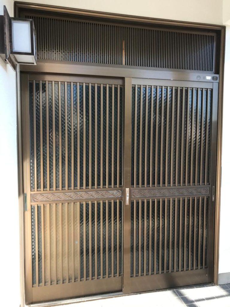 戸建住宅の玄関ドア取替工事を行いました。(リシェント玄関引戸 PG仕様)【窓香房】