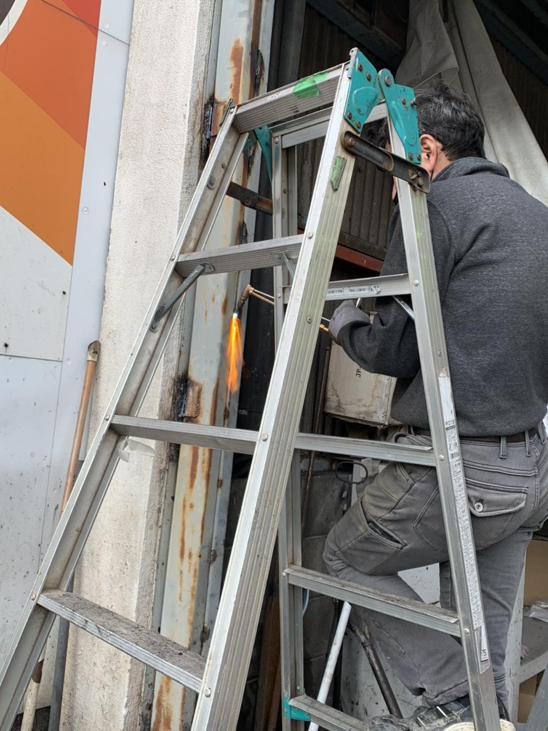 愛知県豊明市の工場にて、重量シャッター解体工事を行いました。【窓香房】
