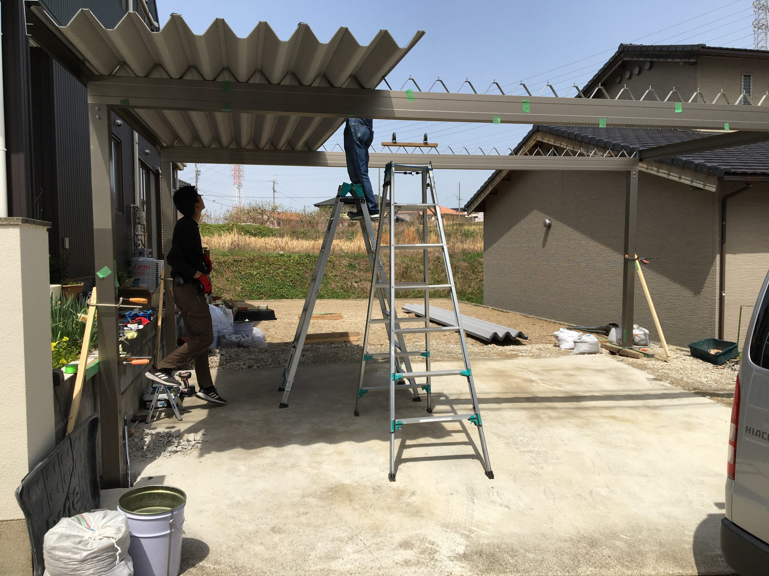 愛知県大府市にて、カーポート設置工事を行いました。(オリジナル折板カーポート)【窓香房】