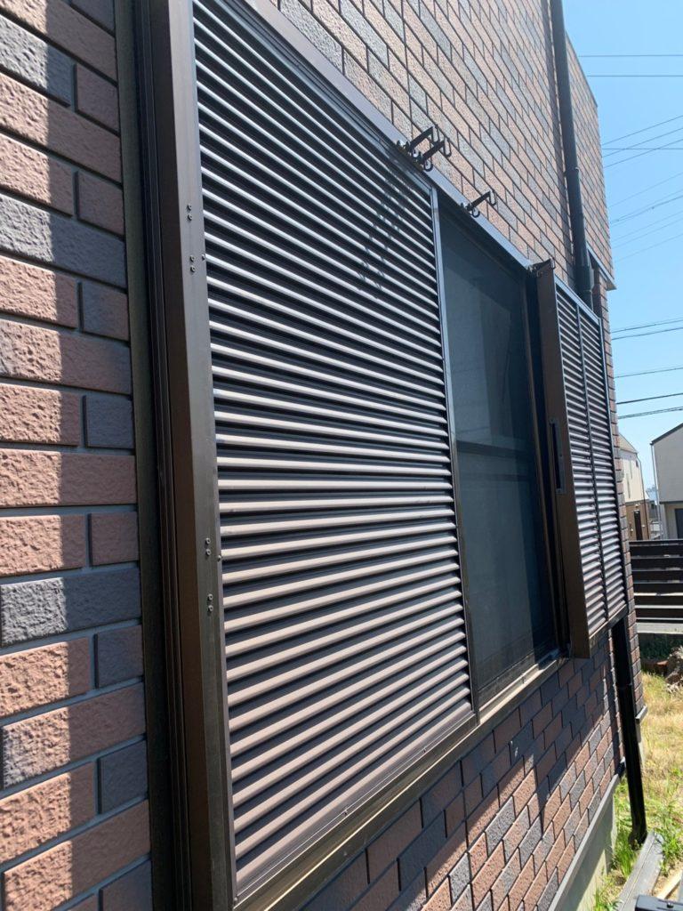 愛知県名古屋市緑区の戸建住宅にて、雨戸取替工事を行いました。(LIXIL採風雨戸)【窓香房】
