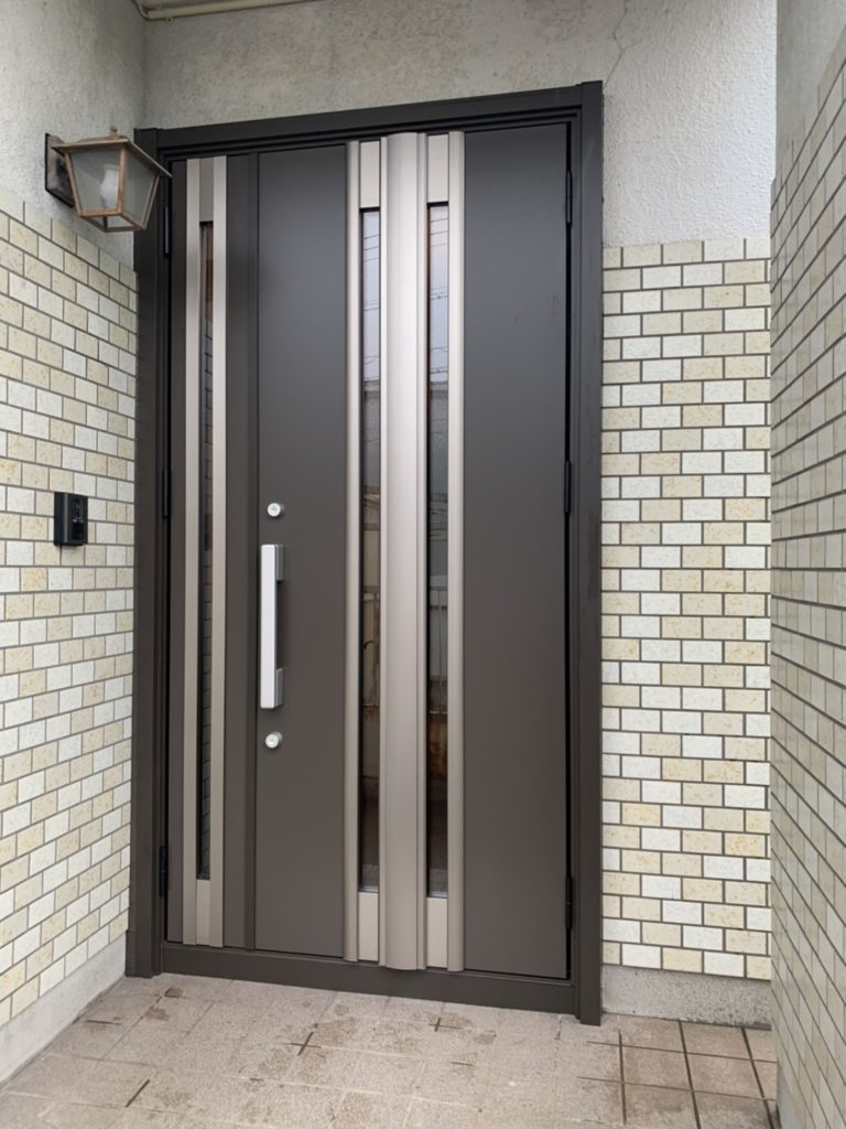 愛知県東海市の戸建住宅にて、玄関ドア取替工事を行いました。(LIXILリシェント)【窓香房】