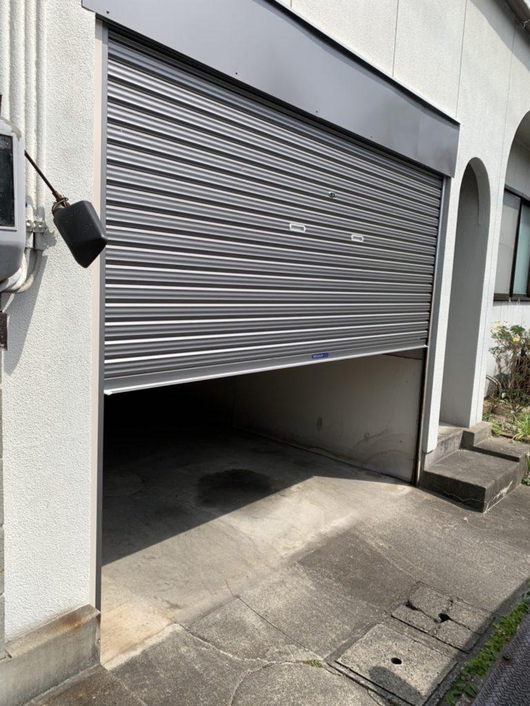 愛知県大府市にて、車庫のシャッター取替工事を行いました。(三和シャッターバランス手動シャッター)【窓香房】