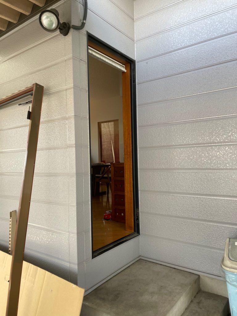 愛知県名古屋市守山区にて、勝手口ドア取替工事を行いました。(商品名:リシェント勝手口ドア)【窓香房】