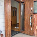 愛知県名古屋市守山区の戸建住宅にて、玄関ドア取替工事を行いました。(商品名:リシェント玄関ドア 採風型)【窓香房】