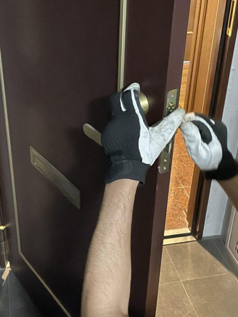愛知県名古屋市熱田区のマンションにて、鍵交換工事を行いました。(美和ロック 両面シリンダー)【窓香房】
