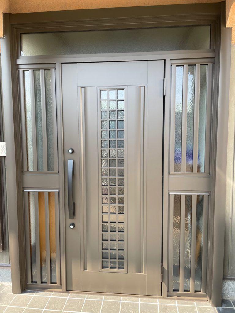 愛知県大府市にて、玄関ドア取替工事を行いました。(LIXIL リシェント)【窓香房】