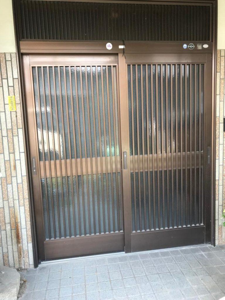 玄関ドア取替工事を行いました。(LIXILリシェント)【窓香房】