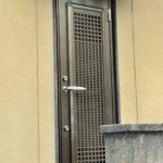 愛知県大府市の戸建住宅にて、勝手口ドア取替工事を行いました。(LIXILリシェント)【窓香房】