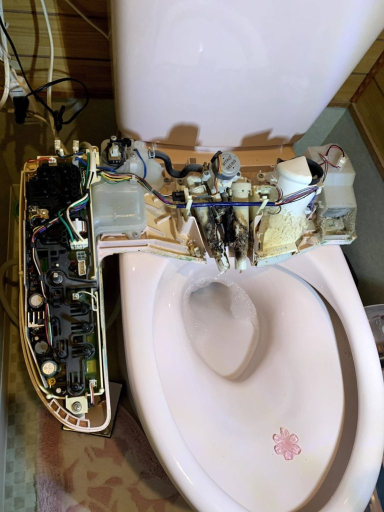 愛知県大府市にて、トイレ便座取替工事を行いました。(LIXIL Kシリーズエクストラ)【窓香房】