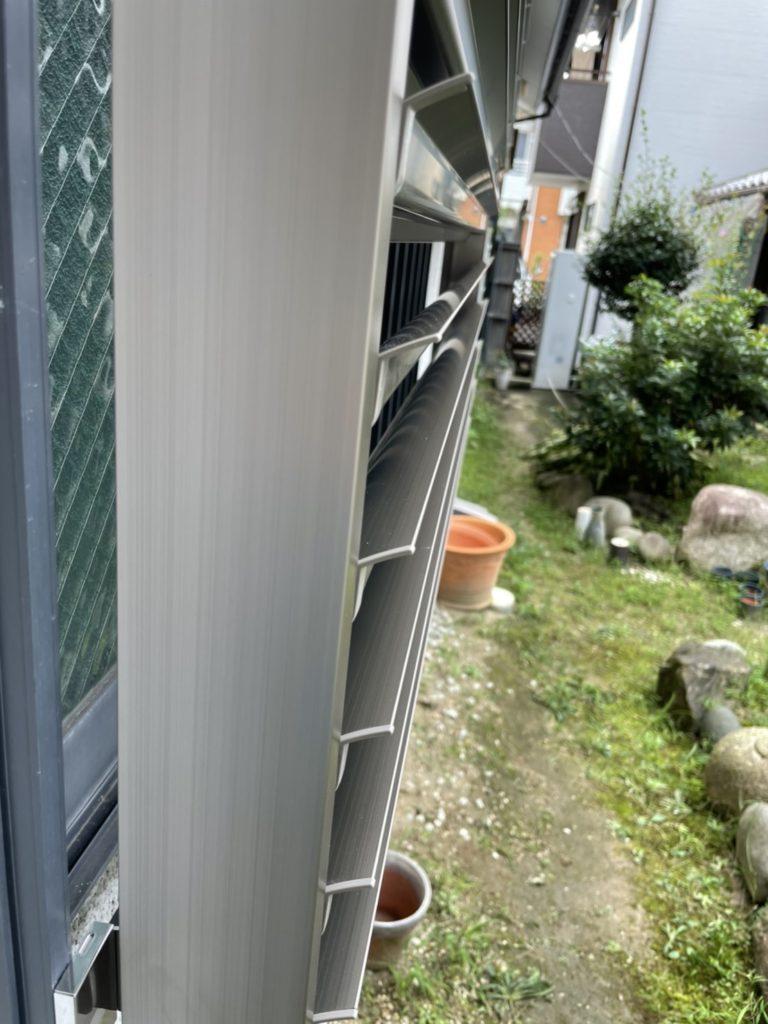 愛知県名古屋市瑞穂区の戸建住宅にて、セキュリティー対策として目隠し可動ルーバー取付工事を行いました。(LIXIL目隠し可動ルーバー)【窓香房】