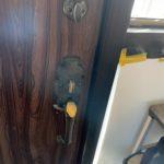 愛知県豊明市の戸建住宅にて、玄関ドアのサムラッチ錠の取替工事を行いました。【窓香房】